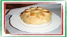 Ingredienti: - 2 tomini - un rotolo di pasta sfoglia - 4 melanzane arrostite o zucchine arrostite - 4 fettine di speck Preparazione: Tappa 1: Grigliamo in