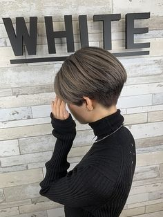 Japanese Short Hair, Asian Short Hair, Short Grey Hair, Short Hair With Layers, Girl Short Hair, Short Hair Cuts, Short Stacked Hair, Undercut Hairstyles Women, Tomboy Hairstyles