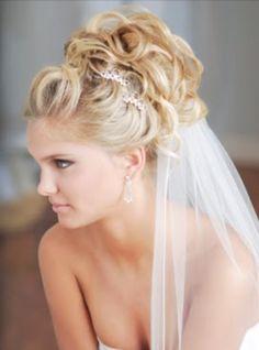 Curly wedding hairstyle romantic wedding hair, hairdo wedding, curly wedding hair, up hairstyles Curly Wedding Hair, Romantic Wedding Hair, Hairdo Wedding, Wedding Hairstyles For Long Hair, Bridal Updo, Wedding Hair And Makeup, Pretty Hairstyles, Hair Makeup, Bridal Hairstyles