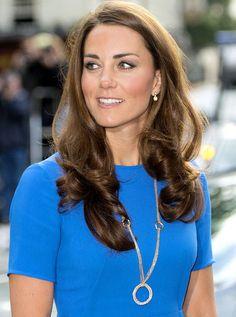 Кейт Миддлтон подвеска от Картье Princess Kate Middleton, Kate Middleton Style, Family World, Duchess Kate, Prince William, Charlotte, Hair Styles, Royals, Hair Plait Styles
