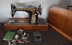 Antique Singer Sewing Machine 1916 Model 66 Red Eye Extras Case Pedal Turns on #Singer $200