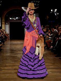 Flamenquis… Es la hora en la que los diseñadores convierten los bocetos en patrones, los patrones en trajes de flamenca paras la nueva temporada, pen