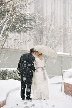 Winter Wonderland Wedding in South Lake Tahoe Winter Wedding Ideas for #southlaketahoe weddings. VIA www.rnrvr.com #RnRvacationrentals