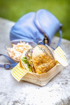 Pastrami, Easy Meals, Easy Recipes, Bagels, Coleslaw, Street Food, Camembert Cheese, Picnic, Sandwiches
