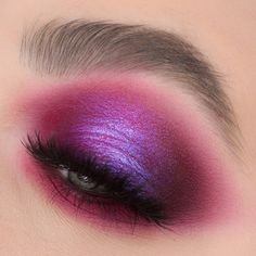 Berry eyes that mesmerize 🌺 We are always down for a vibrant purple berry eyelook, who feels the same? 🙋🏽 Poison Garden Palette look by the… Makeup Goals, Makeup Inspo, Makeup Inspiration, Beauty Makeup, Eye Makeup, Hair Makeup, Makeup Ideas, Makeup Stuff, Simple Makeup