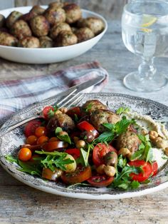 Lammekjøttboller med hummus Kung Pao Chicken, Hummus, Potato Salad, Cravings, Potatoes, Ethnic Recipes, Homemade Hummus, Potato