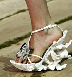 Fashion & Lifestyle: Alexander McQueen