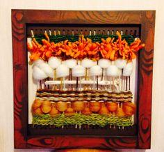Cuadro Telar decorativo Tapestry Weaving, Loom Weaving, Weaving Projects, Textile Art, Color Combos, Fiber Art, Lana, Macrame, Diy Crafts