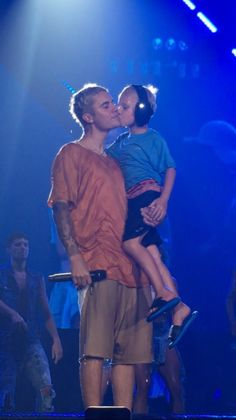 Justin Bieber and his fans! Justin Bieber Pictures, I Love Justin Bieber, Jaxon Bieber, Teenager Mode, Justin Baby, Estilo Selena Gomez, Bae, I Love Him, My Love