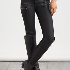 Stitch Fix Stylist: I NEED these pants! I love this look! I have the boots! Jeans And Boots, Black Jeans, Stitch Fix Outfits, Stitch Fix Stylist, Cute Jeans, Denim Coat, Best Wear, Autumn Winter Fashion, What To Wear