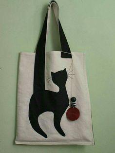 Bolsos de tela - Hover Tutorial and Ideas Fabric Crafts, Sewing Crafts, Sewing Projects, Sewing Ideas, Patchwork Bags, Quilted Bag, Bag Quilt, Diy Sac, Cat Bag