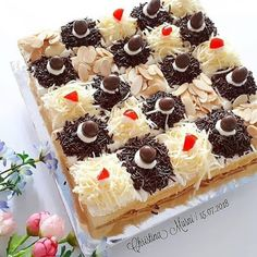 I suppose you may need healthy desserts. Read our top hacks here! Cake Decorating Techniques, Cake Decorating Tutorials, Happy Bday Cake, Bolu Cake, Mochi Cake, Resep Cake, Petit Cake, Surprise Cake, Cake Pictures