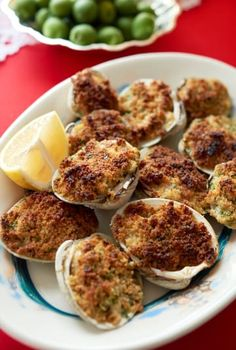 Baked Clams with Garlicky Breadcrumbs Clam Recipes, Fish Recipes, Seafood Recipes, Cooking Recipes, Baked Clams Recipe, Holiday Recipes, Great Recipes, Holiday Meals, Favorite Recipes