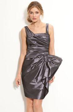 Hefty garbage bag dress with big bow WOW Looks like silk! Trash Bag Dress, Duct Tape Dress, Recycled Dress, Paper Fashion, Taffeta Dress, Recycled Fashion, Dress With Bow, Nordstrom Dresses, Dress Making