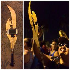 How to make a #selfiestick badass? Turn it into #Loki scepter for #AvengersHalf #runningcostume #runningoutfit #comicon #cosplay