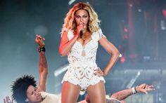 Beyoncé foi a atração mais aguardada da noite e nem precisa dizer que superou todas as expectativas, né? Queen B mostrou o porquê de sua The Mrs. Carter Show World Tour causar euforia por onde passa. O show teve sucessos de toda a carreira de Beyoncé como Crazy in Love, Baby Boy, Single Ladies e Halo, com direito a trecho de I Will Always Love You, de Whitney Houston, no começo