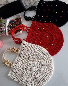 En guzel aksamlar sizin olsun canlar 😗🌸🌹😗 yine çantalarim yakiyor sankim ne dersiniz ? Crochet Purse Patterns, Crochet Tote, Crochet Handbags, Crochet Purses, Love Crochet, Crochet Crafts, Crochet Flowers, Crochet Projects, Knit Crochet