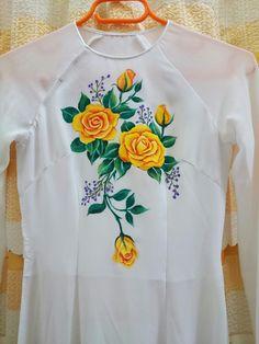Pintura em camiseta Saree Painting, Dress Painting, T Shirt Painting, Hand Painting Art, Silk Painting, Fabric Paint Shirt, Fabric Painting On Clothes, Paint Shirts, Painted Clothes