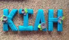 For a wonderful friend of ours who turned 16 I made these super cute, yarn letters with felt flowers. She was redoing her bedroom decor and . Yarn Letters, Monogram Letters, Craft Box, Darning, Baby Needs, Craft Party, Felt Flowers, Flower Power, Projects To Try