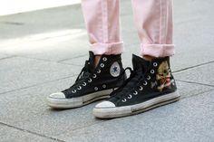 Los colores pastel protagonistas de streetstyle en Madrid: zapatillas Converse