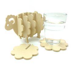 Aggiungere un senso di divertimento al vostro tavolo con il nostro unico Wooden Coaster Set (pecore). Viene fornito con 7 sottobicchieri che scorrono sul supporto dorsale per creare la pecora. Il materiale di pino MDF ecologico è molto resistente e ha solo bisogno di essere a posto pulito.   Set di 7 pezzi  DIMENSIONE  Altezza: 4.1(10,5 cm)  Larghezza: 6,69(17 cm)  Profondità: 3.94(10 cm)  MATERIALI MDF pino  Fare attenzione non lavare, posto pulito solo.  Per ulteriori prodotti di legno…