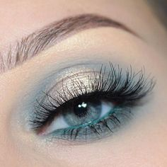 Pin by Lisa Firle on Makeup Looks - schöne und einfache Makeup Looks - Beauty - Make up Tutorials - Lidschatten Tutorials in 2020 Makeup Goals, Makeup Inspo, Makeup Inspiration, Makeup Ideas, Nail Ideas, Makeup Eye Looks, Blue Eye Makeup, Turquoise Eye Makeup, Green Eyeliner