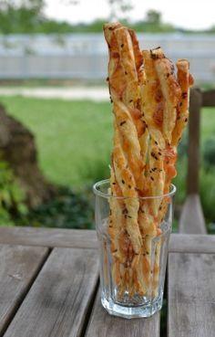 Jednoduché sýrové tyčinky Czech Recipes, Ethnic Recipes, Snack Recipes, Snacks, Baked Potato, Food And Drink, Appetizers, Yummy Food, Bread