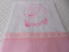 Fralda grande para cobrir o beb�,bordada a m�quina com acabamento em tecido 100%algod�o e vi�s em volta.