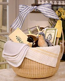 Baby Food Gift Basket Idea ~ add the the essentials for making vitamin-rich fruit and vegetable purees, along with a few supplies for feeding baby such as bibs, washcloths, burp cloths, bowls, and baby spoons. and maybe add a toy or two