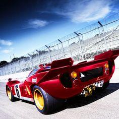 A Ferrari 512 S Coda Corta posing on the Daytona bankings Sports Car Racing, Auto Racing, Ferrari Racing, Classic Race Cars, Custom Hot Wheels, Funny Pictures For Kids, Vintage Race Car, Automotive Art, Indy Cars