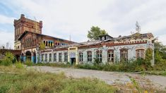Geisterstätten: Wo es in Sachsen-Anhalt. Abandoned Buildings, Abandoned Places, Art Goth, Make Way, Ghost Towns, See Picture, Outdoor Activities, Amazing Art, Castle