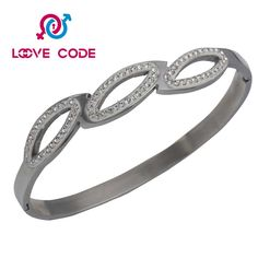 Wholesale fashion custom personalized bracelets for girls is popular. The fake diamond is high quality,it looks like true. Best selling fake diamond bangle bracelet contains many diamonds. Diamonds are arranged in 0 shape, which have a nice appearance.The main material of best selling fake diamond bangle bracelet is stainless steel 304,316,316L. The metal is not