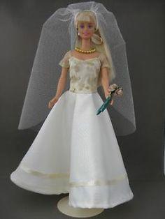 Movie Bride €6. Zelfgemaakte Barbie kleding te koop via Marktplaats bij de advertenties van Nala fashion. Homemade Barbie doll clothes for sale through Marktplaats.nl Verkocht / Sold