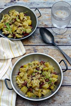 Pan-fried potatoes, cabbage and bacon with cream and mustard Batch Cooking, Easy Cooking, Cooking Recipes, Bacon Recipes, New Recipes, Healthy Recipes, Bacon Meals, Pan Fried Potatoes, Cabbage And Bacon
