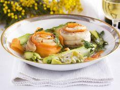 Seezungenrouladen mit frühlingshaftem Gemüse ist ein Rezept mit frischen Zutaten aus der Kategorie Meerwasserfisch. Probieren Sie dieses und weitere Rezepte von EAT SMARTER!