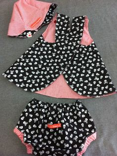 Resultado de imagen para cobre fralda passo a passo Baby Girl Dress Patterns, Baby Clothes Patterns, Baby Girl Dresses, Clothing Patterns, Baby Overalls, Overalls Style, Overalls Fashion, Baby Sewing, Kids Wear