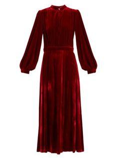 Deep V-neck velvet midi dress Hijab Evening Dress, Evening Dresses, Velvet Fashion, Winter Dresses, Holiday Dresses, Fashion Models, Party Dress, Fashion Dresses, Fancy