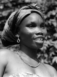 Africa | Lalia woman. Belgian Congo. ca. 1940/50s | Scanned vintage photographic print; photographer C. Lamote