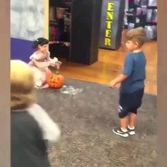 Cute Funny Baby Videos, Funny Baby Memes, Cute Funny Babies, Super Funny Videos, Funny Videos For Kids, Funny Short Videos, Really Funny Memes, Cute Kids, Funny Jokes