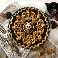 I baked a Baroque Skull Pie (booberry) : Baking Halloween Dinner, Halloween Food For Party, Halloween Treats, Scary Halloween, Fall Recipes, Holiday Recipes, Pie Crust Designs, Pies Art, Dessert Recipes