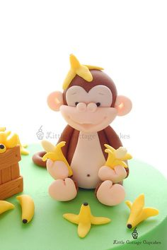 The cuteness.it's too much. Monkey out of fondant for cakes and cupcakes Waterfall Waterfall Durham Fondant Figures, Fondant Cake Toppers, Fondant Cakes, Cupcake Cakes, Kid Cakes, Fondant Bow, Marshmallow Fondant, Fondant Flowers, Cupcake Toppers
