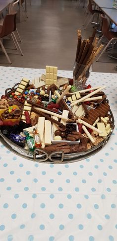 Best appetizers for party entertaining sweets 40 ideas Party Food Platters, Party Trays, Snacks Für Party, Charcuterie Recipes, Charcuterie Board, Platter Board, Platter Ideas, Antipasto, Chocolates