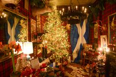Like a Bishop's Wife tree! (via The Art of Entertaining: How to Plan the Perfect Holiday Party Tartan Christmas, Christmas Love, Country Christmas, All Things Christmas, Christmas Trees, Merry Christmas, Holiday Tree, Christmas Lights, Christmas Crafts