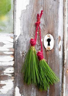 12 ihanaa jouluideaa puutarhaan | Meillä kotona Vintage Christmas, Christmas Diy, Flora, Outside Decorations, Christmas Greenery, Nature Crafts, Land Art, Natural Materials, Iridescent
