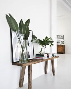 Entryway inspiration with rustic console, plant leaves, framed art and home deco. - my best home decor list Interior Minimalista, Green Accents, Home Accents, Interior Design Living Room, Living Room Decor, Design Interior, Bedroom Decor, Home And Deco, Cozy House