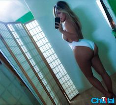 Kim Kardashian despues del embarazo   Foto en traje de baño mostrando su enorme trasero