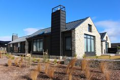 Jacks Point - Chung House by Rilean Construction Modern Farmhouse Design, Rustic Modern, New Farm, Shed Homes, The Gables, House Entrance, New Home Designs, Black House, Exterior Design