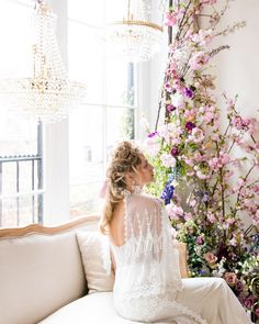 If we all had a living room like this, the world would be a happier place. Crazy cool inspiration from collection. Wedding Bouquets, Wedding Gowns, Wedding Venues, Wedding Flowers, European Wedding, Indoor Wedding, Southern Weddings, Chic Dress, Destination Weddings
