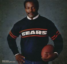Walter Payton in Coach Ditka's favorite sweater - OHHH Hell Yeah ! New York Football, Bears Football, Nfl Chicago Bears, Chicago Chicago, Walter Payton, Sport Hall, Sports Figures, Sports Stars, Sports Photos