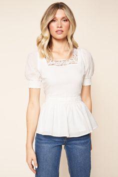 White Flowy Dress, White Peplum Tops, Lace Peplum, Peplum Top Outfits, Peplum Shirts, Work Outfits, Spring Tops, Dressy Tops, Crochet Trim